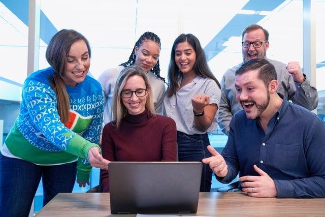 従業員幸福度向上で業績向上!「ハピネスプラネット」を活用した幸せな組織づくり